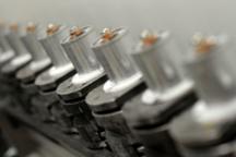 欧洲希望重塑汽车电池制造行业 正向中国