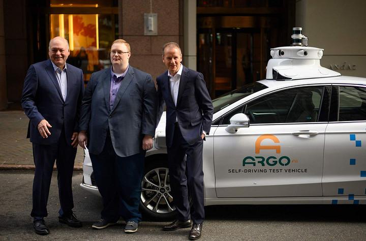 自动驾驶的新常态:抱团式取暖与两条腿走路
