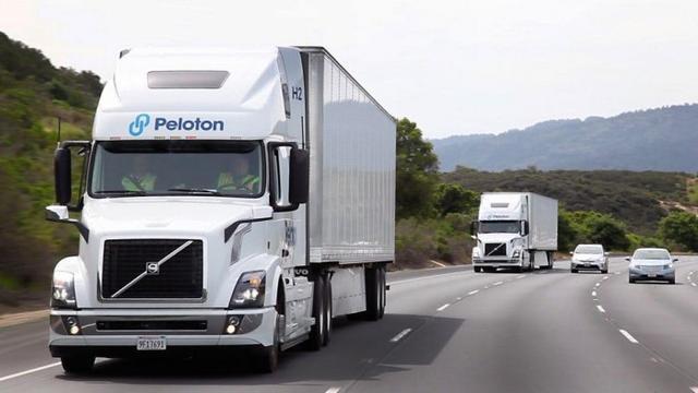 Peloton自动仿效功能让一名驾驶者同时控制两辆卡车