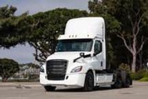 戴姆勒首批纯电卡车交付,叫板特斯拉