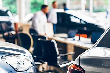 汽车经销商洗牌在即:庞大已到退市边缘,多集团盈利负担加重