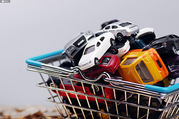 """车市""""金九银十""""失色:自主品牌同比下降13%,新能源告别高增长"""