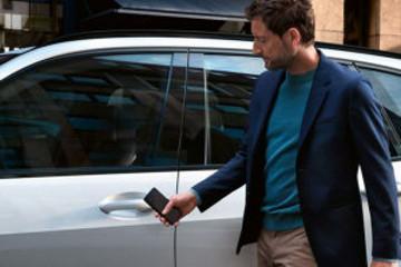 宝马发布第3代数字钥匙 手机没电也能开门