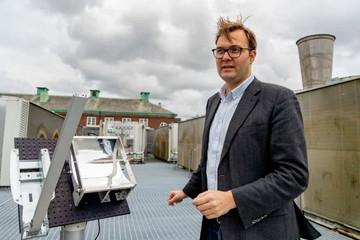 研究人员研发新技术将太阳能存储数十年后 再释放供车辆房屋使用