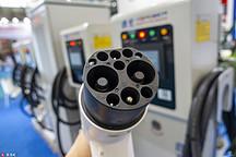新能源车的十字路口:新老势力争锋、传言取消限购、特斯拉频遭差评