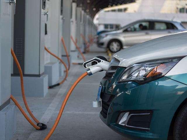 中国新能源汽车产业蓬蓬勃勃迎机遇