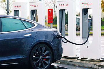 拜登主张激进电动车普及规划 新能源概念股藏暗涌