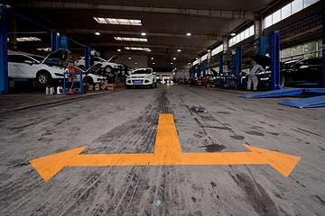 上半年中国汽车销量下滑16.9% 结构性调整加剧行业分化