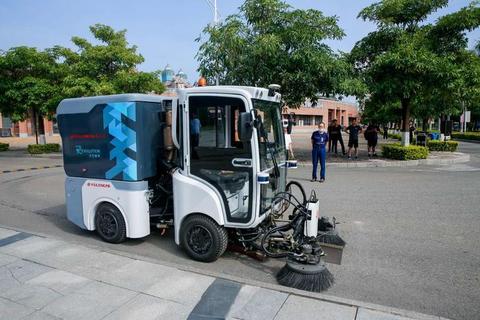 于万智驾无人车落地厦门集美大学,携手龙马环卫冲刺千亿环卫市场