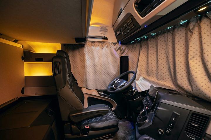 10. Actros Edition 2的多个配置套件为驾驶员打造舒适的移动之家.jpg