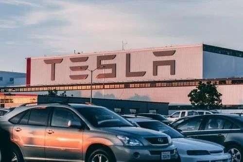 新能源车变「电动爹」 背后是充电桩之殇