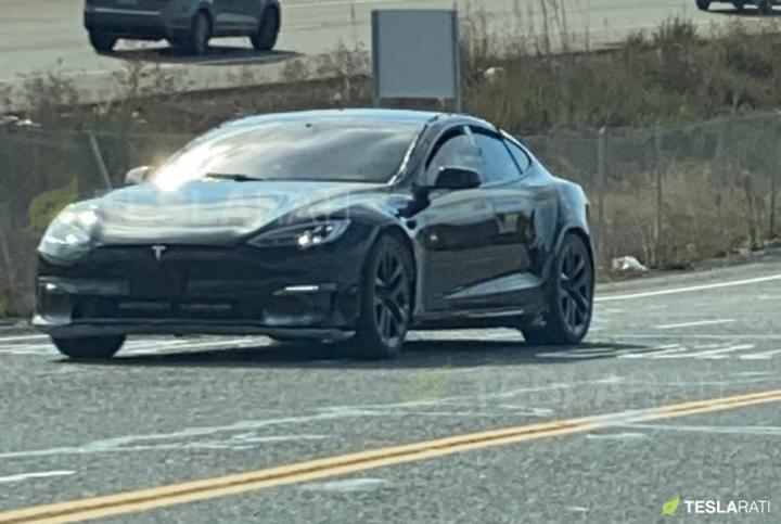 造型更具进攻性 新款Model S谍照曝光