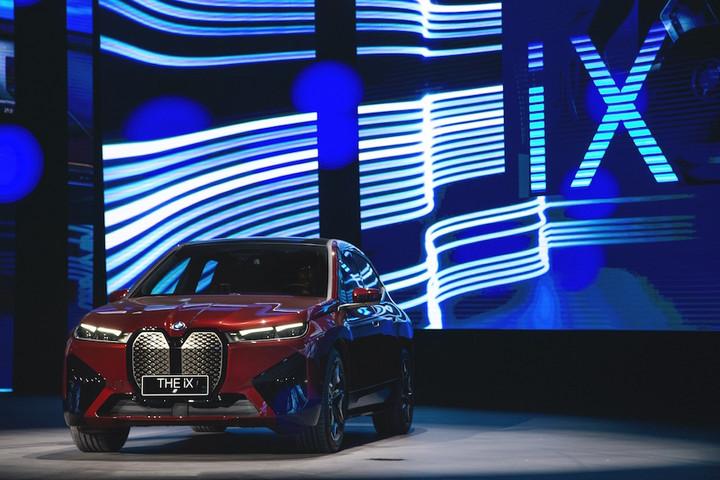BMW iX中国首发,当宝马真正重视电动汽车,除了价格找不到拒绝它
