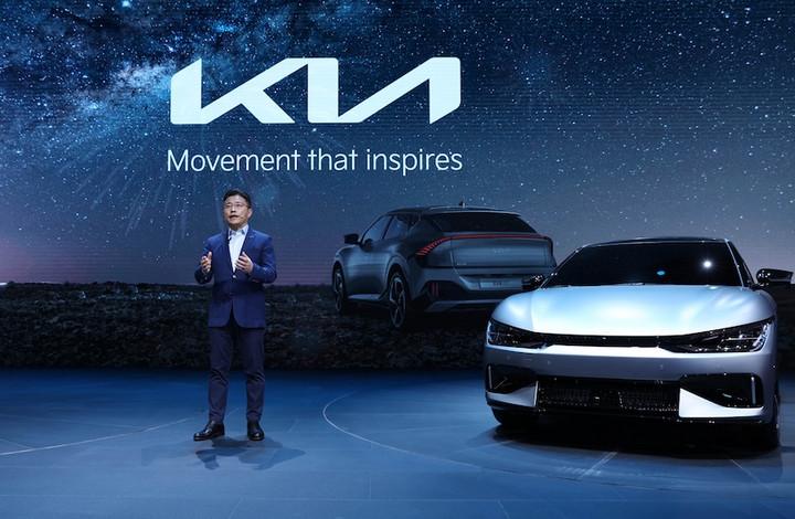 专属电动车型EV6中国实车首秀 起亚在华启用全新Logo