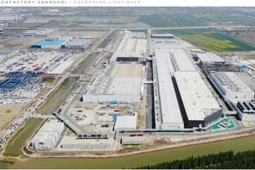 传特斯拉暂停扩建上海工厂 打算限制中国产量