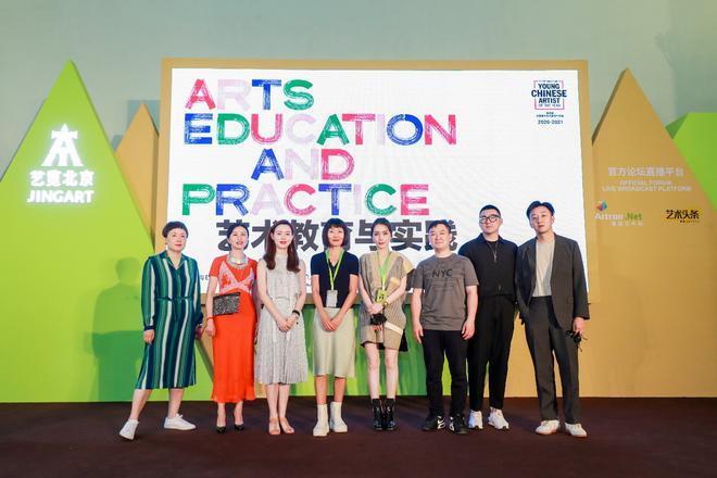 评审委员会代表及被提名青年艺术家代表合影