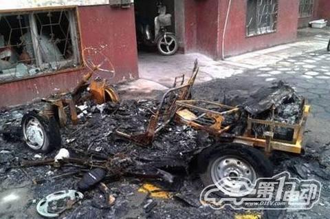 山东聊城:中奥F0型号电动轿车发生自燃